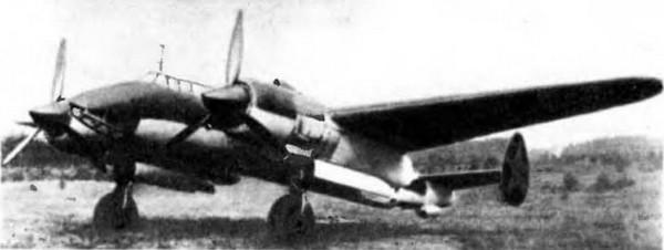 Их схема напоминала уже известный лётчикам пикировщик Пе-2.  Однако по размерам...  Туполевым.